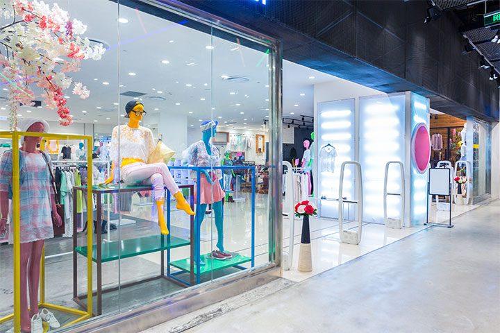 Come illuminare le vetrine dei negozi